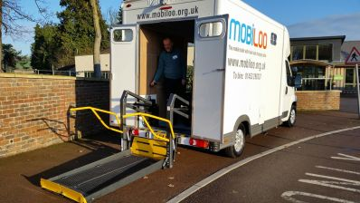 Mobiloo with hoist and changing table