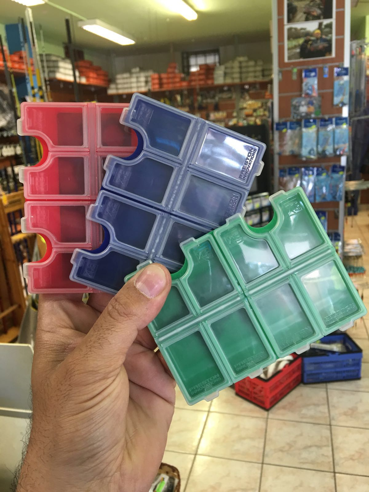 8 COMPARTMENT MAGNETIC HOOK BOX